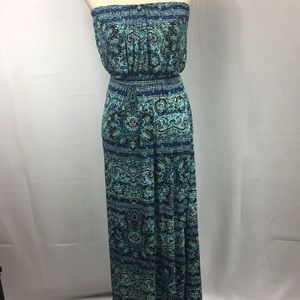 Adorable Strapless maxi dress In ocean colors.